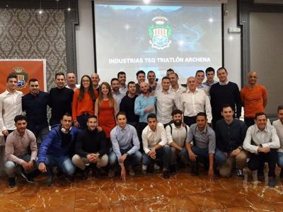 Presentación de los integrantes del Club Triatlón Archena, tras la cena celebrada en el Balneario de Archena