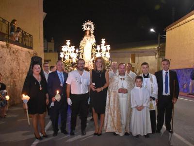 Varios cientos de personas acompañaron ayer noche en procesión a la Patrona deLa Algaida, la Virgen del Rosario