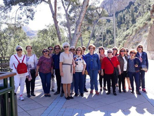 Marcha a pie organizada por la Asociación local de Mujeres Amas de Casa desde la plaza Primero de Mayo hasta la Ermita Santuario de la Virgen de la Salud
