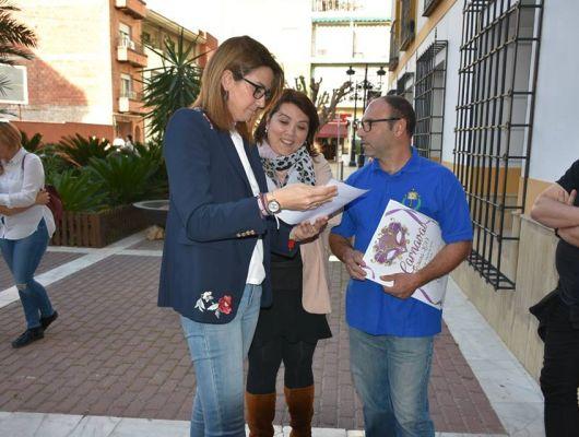 La Alcaldesa y el presidente de la Asociación Cruz de los los Espejos presentan los próximos actos del Carnaval