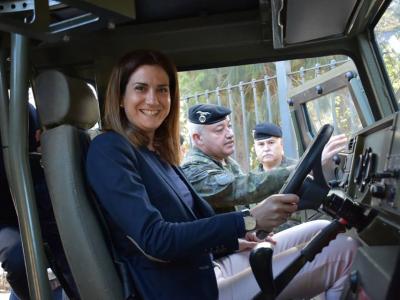 Visita de la Alcaldesa y concejales del equipo de gobierno a la exposición de la Brigada Paracaidista de Javali Nuevo