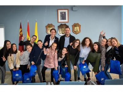 La Alcaldesa y el Concejal de Deportes reciben a las gimnastas del Club Rítmika Archena que han participado este fin de semana en el Campeonato de España