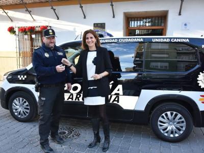 Entregado un nuevo furgón policial, adaptado a la nueva unidad canina de la Policía Local