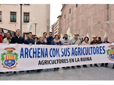 Los agricultores deArchenaapoyados por su alcaldesa y concejales del Equipo de Gobierno participan en Murcia en la multitudinaria manifestación delcampoy lahuerta