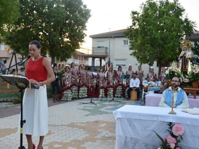 Cientos de fieles asisten a la Misa de la Patrona en el día grande de las fiestas del barrio de La Providencia