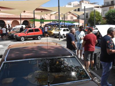 Casi un centenar de coches se dan cita en Archena con motivo de la concentración deautomóviles clásicos