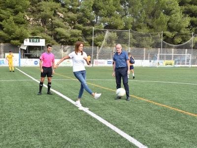 La Alcaldesa, acompañada de miembros de la Corporación Municipal, asisten al primer partido del Archena FC juvenil en el Campo Municipal